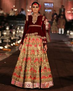 Rohit Bal at Wills Lifestyle India Fashion Week 2015 ! India Fashion Week, Fashion Week 2015, Asian Fashion, High Fashion, Female Fashion, Dress Indian Style, Indian Dresses, Indian Outfits, Indian Clothes