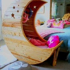 Awesome toddler bed.