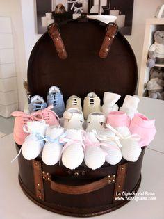 Patucos y zapatitos de bebé. #regalos #zapatosdebebe #babygifts