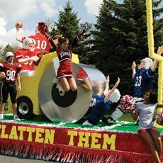 Find all the essential parade float decorations (letters, big structures, benches, etc.) to match your school's Homecoming or Spirit Week theme right here. Homecoming Floats, Homecoming Themes, Football Homecoming, Homecoming Parade, Homecoming Week, Prom, Spirit Week Themes, Boat Parade, Parade Floats