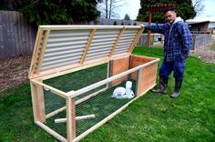 Building a Chicken Coop - Build a chicken or rabbit tractor to help keep your animals safe and well-pastured all at the same time. Building a chicken coop does not have to be tricky nor does it have to set you back a ton of scratch. Rabbit Cages Outdoor, Outdoor Rabbit Hutch, Rabbit Pen, Rabbit Farm, Rabbit Cage Diy, Diy Bunny Cage, Rabbit Hutch Plans, Rabbit Hutches, Rabbit Hutch And Run
