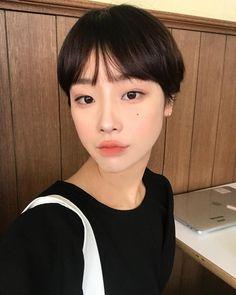 Pin on cute :v Asian Short Hair, Asian Hair, Girl Short Hair, Pixie Hairstyles, Cool Hairstyles, Hair Inspo, Hair Inspiration, Curly Hair Styles, Natural Hair Styles