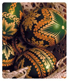 These remind me of my Mother's eggs. HK My Grandmother's eggs. Egg Crafts, Diy And Crafts, Arts And Crafts, Ukrainian Easter Eggs, Ukrainian Art, Polish Easter, Egg Tree, Easter Egg Designs, Easter Traditions