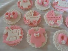 Baby Shower fondant cupcake toppers by Cupcake Dreams & More Torta Baby Shower, Baby Shower Cake Pops, Baby Shower Cupcakes, Shower Cakes, Fondant Cupcake Toppers, Cupcake Cakes, Baby Shower Biscuits, Cake Pop Tutorial, Cake Pop Displays