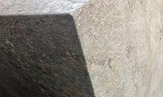 Linha Pedra Stone-Veneer - Flexibilidade, leveza, naturalidade, essas são características que tornam esse produto único. Hardwood Floors, Flooring, Stone Veneer, Texture, Flexibility, Stones, Line, Wood Floor Tiles, Surface Finish