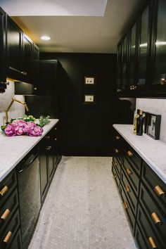Meredith Heron's Office Kitchen with Home Depot cabinets