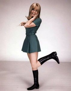 Thia Aussie actress and crooner is best known for her role as Sandy on the Musical classic Grease opposite John Travolta. 60s And 70s Fashion, 60 Fashion, Womens Fashion, Susan George Actress, Olivia Newton John, Smart Outfit, John Travolta, Beautiful Celebrities, Mini Skirts