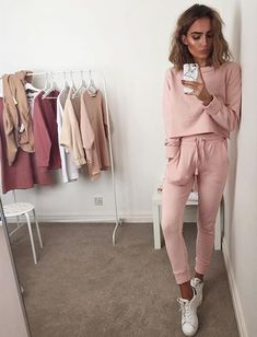 Obsessed with these blush and mauve tones.