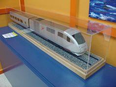 Talgo VII, locomotora BT: Prototip de Tren Talgo, composició experimental construïda el 1998. Talgo VII, locomotora BT: Prototip de tren Talgo, composición experimental construida el 1998.