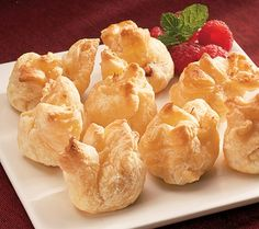 Brie with Raspberry En Croute for a delicious #Thanksgiving #appetizer from Impromptu Gourmet via Catalog Spree! $29.95