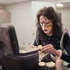 Z Music, Kiss Pictures, Paul Stanley, Kiss Band, Ace Frehley, Hot Band, Halloween Face Makeup, Outer Space, Bands