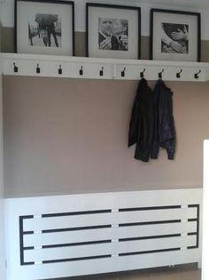 Bekijk de foto van OdetteWithag met als titel Zelfgemaakte kapstok en radiator ombouw. Grote lijsten komen van Ikea. en andere inspirerende plaatjes op Welke.nl.