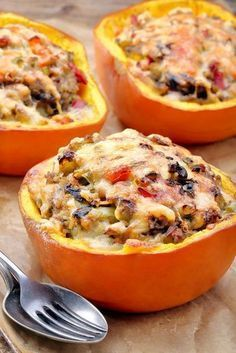 Potimarron farci aux champignons et lardons - Fall Recipes, Healthy Recipes, Good Food, Yummy Food, Cholesterol Lowering Foods, Cholesterol Levels, Relleno, Clean Eating Snacks, Cooking Time