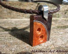 Collar madera moderno hecho de perlas de río naturales y madera nogal. Collar de madera talladas a mano original. Diseño único. Impregnar con
