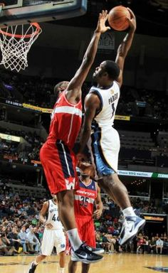 NBA Dunk of the Night: Jeremy Pargo (6ft.2) POSTERIZES Kevin Seraphin (6ft.9) on www.nbadunks.org