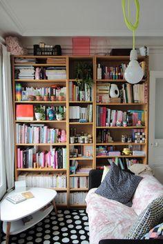 Bookshelves, Bookcase, Shelf Furniture, Le Jolie, Stack Of Books, Home Repairs, Reading Nook, Living Room Inspiration, Beautiful Interiors