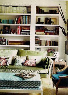 Wunderkammer_Laura_Ponte_AD_eklektisches+Haus_Eclectic+house_la+casa+ecléctica_ Sofá de terciopelo verde