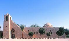 WERNAKULARNA/ H. Fathy, The Mosque, Egypt, z namułów lessowych (glina-suszona cegła), ziemia na dachu