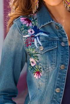 26 Embroidered Jean Jacket For Teen Girls - Jeans Jacket - Ideas of Jeans Jacket - 26 Embroidered Jean Jacket For Teen Girls jacket denim Mode Für Teenies, Estilo Jeans, Diy Clothes, Clothes For Women, Teen Girl Fashion, Mode Jeans, Outfit Trends, Embroidered Clothes, Recycled Denim
