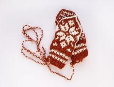 Babymittens // Traditional Norwegian Selbu Mittens in Orange and White