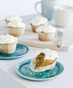 Carrot cup cakes with lemon frosting.These lovely cupcakes are very moist and tasty, and much more nutritious than regular cupcakes. Make a double quantity if you're catering for a crowd. Lemon Cream Cheese Icing, Lemon Frosting, Muffin Recipes, Breakfast Recipes, Almond Cupcakes, Healthy Cake, Healthy Snacks, Thermomix Desserts, Ground Turkey Recipes