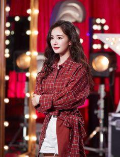 Girl Desk, Celebrity List, Red Velvet Irene, Chinese Actress, Scandal, Beauty Women, Awards, Fashion Dresses, Singer
