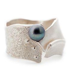 Unieke ring in zilver met zwarte parel #wimmeeussengoudsmederij #silver #pearl…