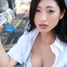 壇蜜さんと言えば、セクシーなお姉さんとして世の男性を魅了する  グラビアアイドルですよね♪  そんな壇蜜さんに大人の色気の出し方を学びたいと思いませんか? …