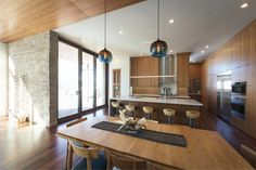 This Park City, Utah home features a stunning arrangement of handmade dining room pendant lights. Dining Room Pendant, Prefab Homes, Dinig Room, Floor To Ceiling Windows, Dining Room Design, Tigerwood Flooring, Pendant Lighting Dining Room, Dining Room Lighting, Great Rooms