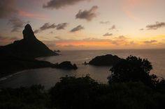 Vista do Arquipélago de Noronha ao entardecer Tourism, Wedding Photography, Celestial, Sunset, Outdoor, Rainy Season, Dolphins, Places, Turismo