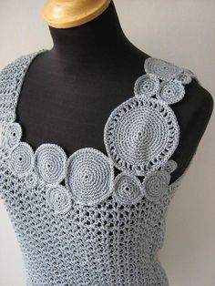 Edgy crochet top with circular motif neck and shoulder detail Tops A Crochet, Crochet Blouse, Knit Or Crochet, Crochet Hooks, Knitting Patterns, Crochet Patterns, Art Du Fil, Freeform Crochet, Crochet Woman