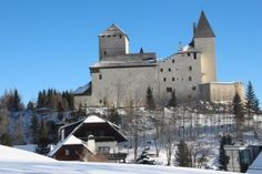 Blick auf die Burg Mauterndorf im Salzburger Lungau Bergen, Cathedral, Building, Places, Travel, Manor Houses, The Mansion, Hiking, Destinations