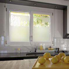 d polir ses vitres de fen tre pour occulter le vis vis est tr s facile avec l 39 adh sif d poli. Black Bedroom Furniture Sets. Home Design Ideas