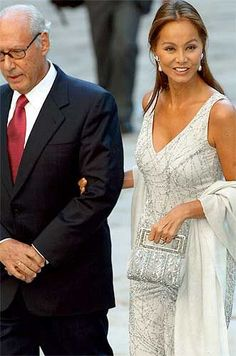 Isabel Preysler Outfits Fiesta, Celebrity Faces, 50 And Fabulous, Fashion Over 50, Fashion 2016, Glamour, Aesthetic Fashion, I Dress, Night Gown