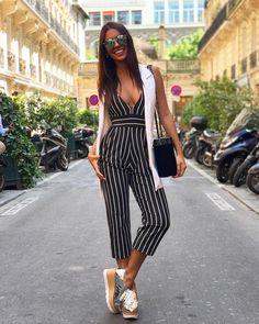 """5,939 curtidas, 31 comentários - CAROL NEVES (@carolinanevesribeiro) no Instagram: """"Devidamente uniformizada de @letihoficial pra esse calorzão de Paris! ☀️ (pelo menos mudei de cor…"""""""