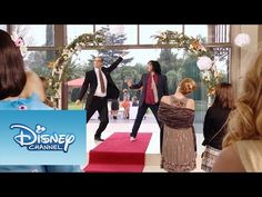 "Violetta: Momento Musical: Ramallo y Beto cantan ""Yo Soy Así y Voy Por Ti"" - YouTube Violetta Disney, Netflix Kids, Disney Channel Shows, Youtube, Musicals, Tv Shows, Singer, Pretty, Look"