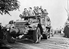La libération de Paris par les résistants, les Parisiens et la 2e DB (Division Blindée).