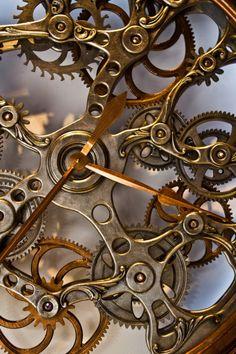 Woodworking Workshop Shops emporioefikz: Gear Clock by Jeremy Gagner .Woodworking Workshop Shops emporioefikz: Gear Clock by Jeremy Gagner Steampunk Design, Steampunk Fashion, Steampunk Images, Steampunk Gears, Steampunk Machines, Steampunk Shoes, Steampunk Octopus, Steampunk Watch, Steampunk Clothing