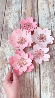 How To Make Flowers Out Of Paper, How To Make Paper Flowers, Paper Flowers Craft, Large Paper Flowers, Flower Crafts, Fabric Flowers, Paper Crafts, Free Paper Flower Templates, Flower Petal Template