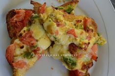 Pizza with artichoke hearts, pepperoni, cheese and avocado sauce! Breakfast Cake, Breakfast Recipes, Omelet, Daily Bread, Greek Recipes, Vegetable Pizza, Healthy Snacks, Food And Drink, Lunch