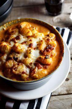 Baked Gnocchi with Bacon, Tomato and Mozzarella from simply-delicious.co.za #recipe #cheese #cream