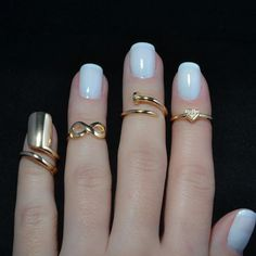I don't know about the weird ring thing, but I definitely love that nail color combo.