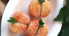 """Ismeritek az őszibarack nevű lagzis sütit? Na, ez a sárgabarack a kedves rokona. Teljesen megegyezik az elkészítése, csak más a """"ruhája... Hungarian Cake, Naan, Strawberry, Cakes, Baking, Fruit, Food, Carnival, Bread Making"""