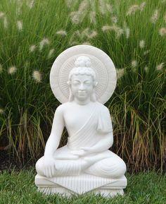 aménagement de jardin zen avec statues pour déco d'extérieur