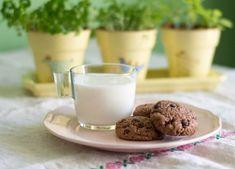 Kakaové cookies s čokoládou Glass Of Milk, Cookies, Crack Crackers, Biscuits, Cookie Recipes, Cake, Cookie