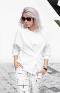 Outfit: squared trousers - My Dubio Edgy Outfits, White Outfits, Mode Stage, Modelista, Minimal Outfit, Fashion Details, Fashion Design, Blouse Styles, White Fashion