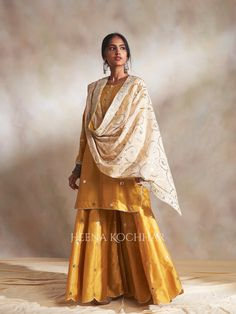 Long Dress Fashion, Indian Fashion Dresses, High Fashion, Women's Fashion, Designer Punjabi Suits, Indian Designer Wear, Shalwar Kameez, Clothes For Women, Formal Dresses