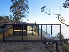 The Chilean Beach Pavilion House by WMR Arquitectos is located on a field . - The Chilean Beach Pavilion House by WMR Arquitectos is located on a cliff overlooking the Pacific. Architecture Design, Residential Architecture, Contemporary Architecture, Landscape Architecture, Casas Containers, Design Exterior, Mid Century House, Glass House, Future House