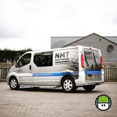 We sluiten deze week af met de mooie #belettering van een @renault_nl Trafic van #NMTMaatwerk. Geprint of #transparant vinyl loopt het #traanplaat mooi over in de auto.  Filmpje van 'the making of' volgt nog. #goedweekend