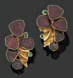 Jean Vendome gold, emerald and tourmaline slice earrings Jewelry Crafts, Jewelry Art, Fine Jewelry, Jewelry Design, Jewlery, Unique Earrings, Earrings Handmade, Gold Earrings, Tribal Earrings